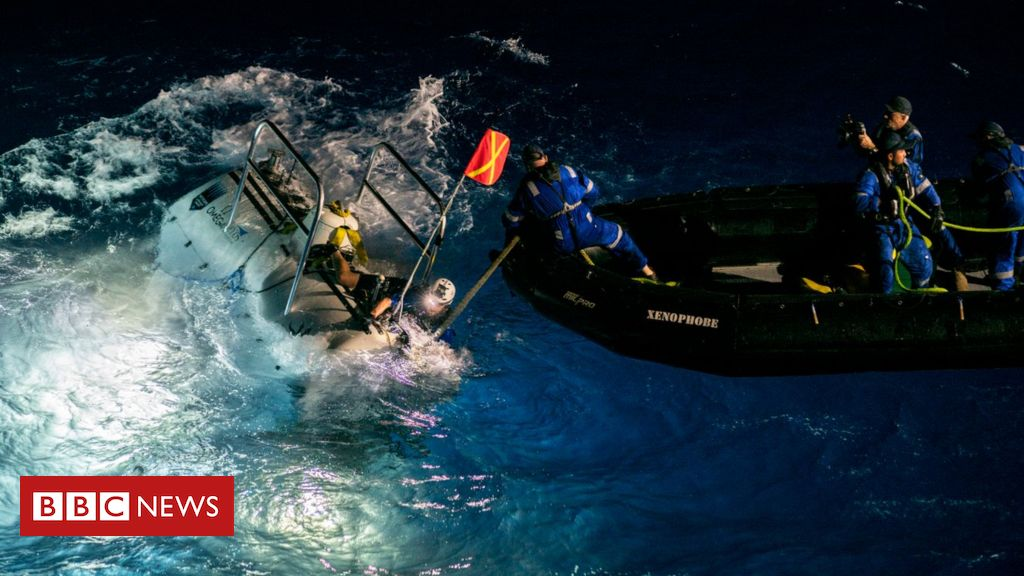 Deepest-ever sub dive finds plastic waste