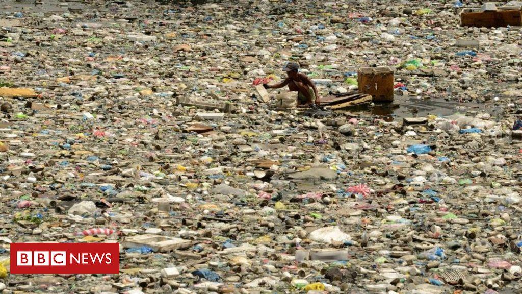 Philippines recalls Canada envoy over waste
