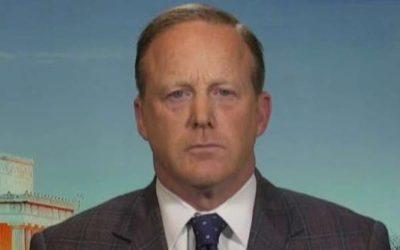 Spicer: Intelligence chiefs never informed Trump about Flynn investigation