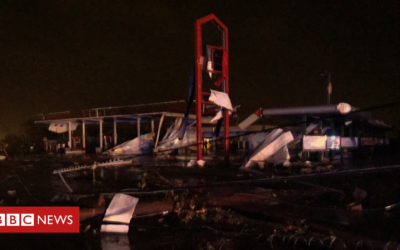 'Violent' US tornado kills three people