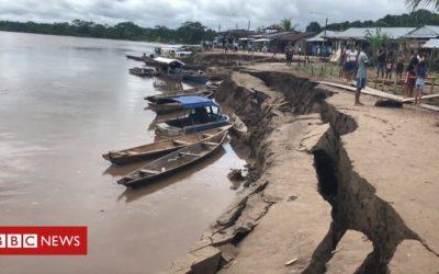 Cracks open up as earthquake hits Peru