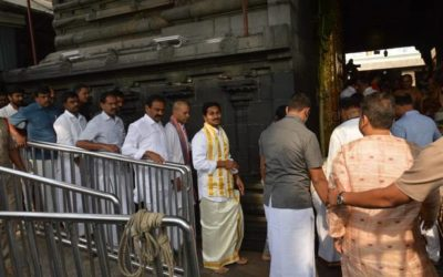 Jagan Mohan Reddy stands in queue, prays at Tirumala