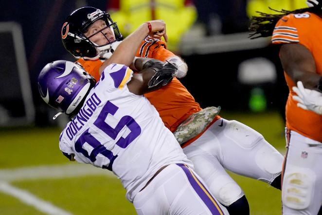 Nick Foles suffers awkward injury in Bears' loss to Vikings