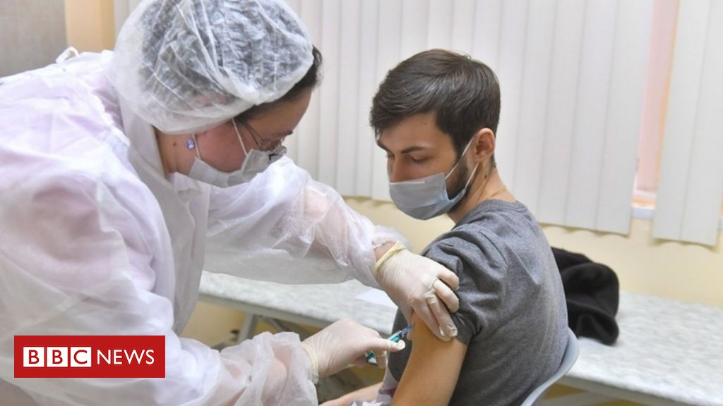 Covid: Russia begins vaccinations in Moscow
