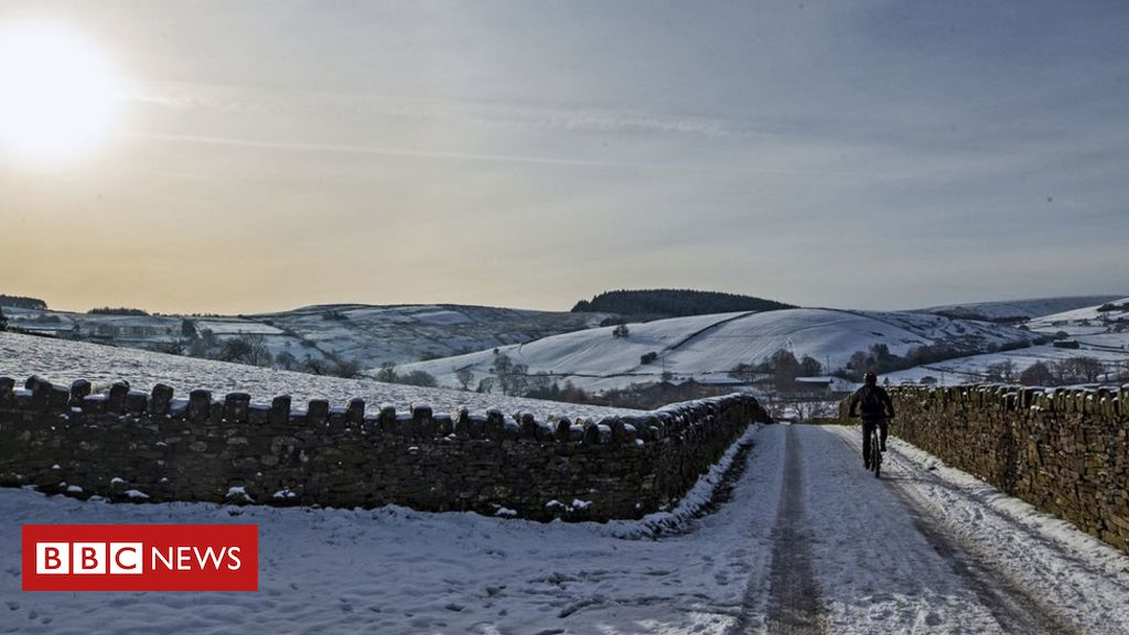 UK weather: Disruption warning as snow hits parts of the UK