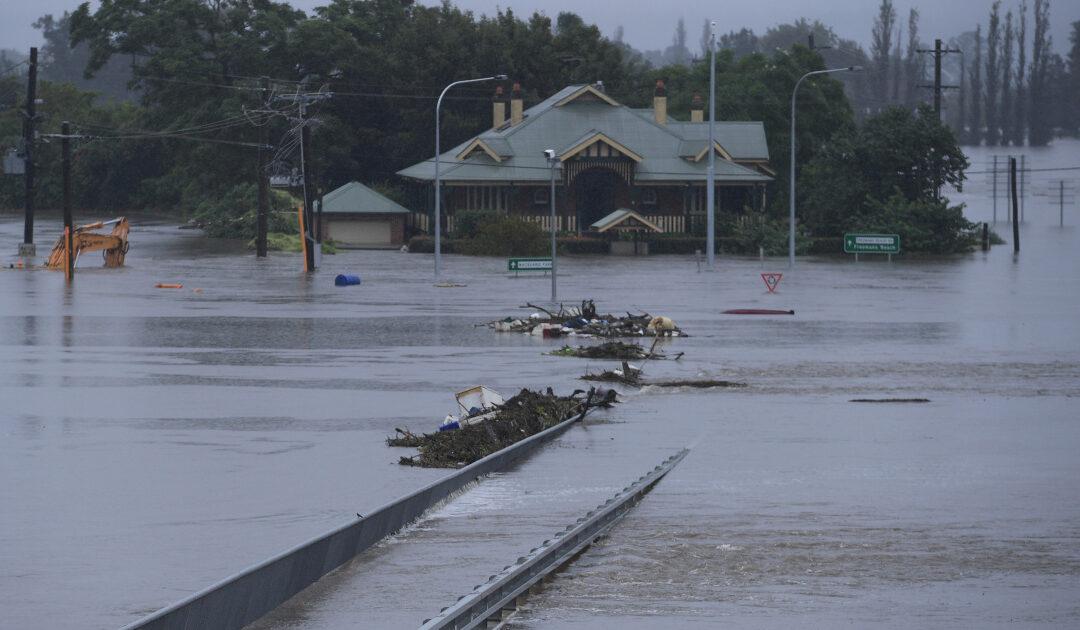Thousands more evacuate as Sydney faces deluge