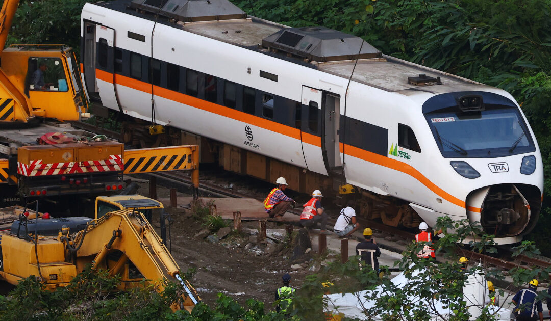 Taiwan transport minister to step down after deadly train crash