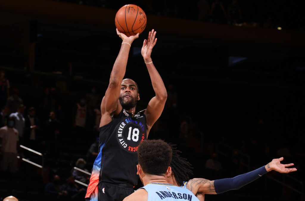Knicks taking time with Alec Burks after layoff for COVID-19 protocols