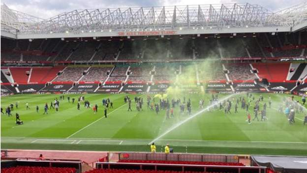 Man Utd v Liverpool off after fans' protest at Old Trafford