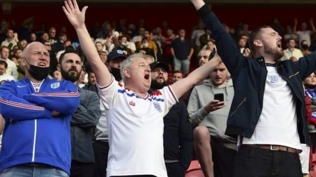 England fans urged 'to drown out boos with applause' at Euro 2020