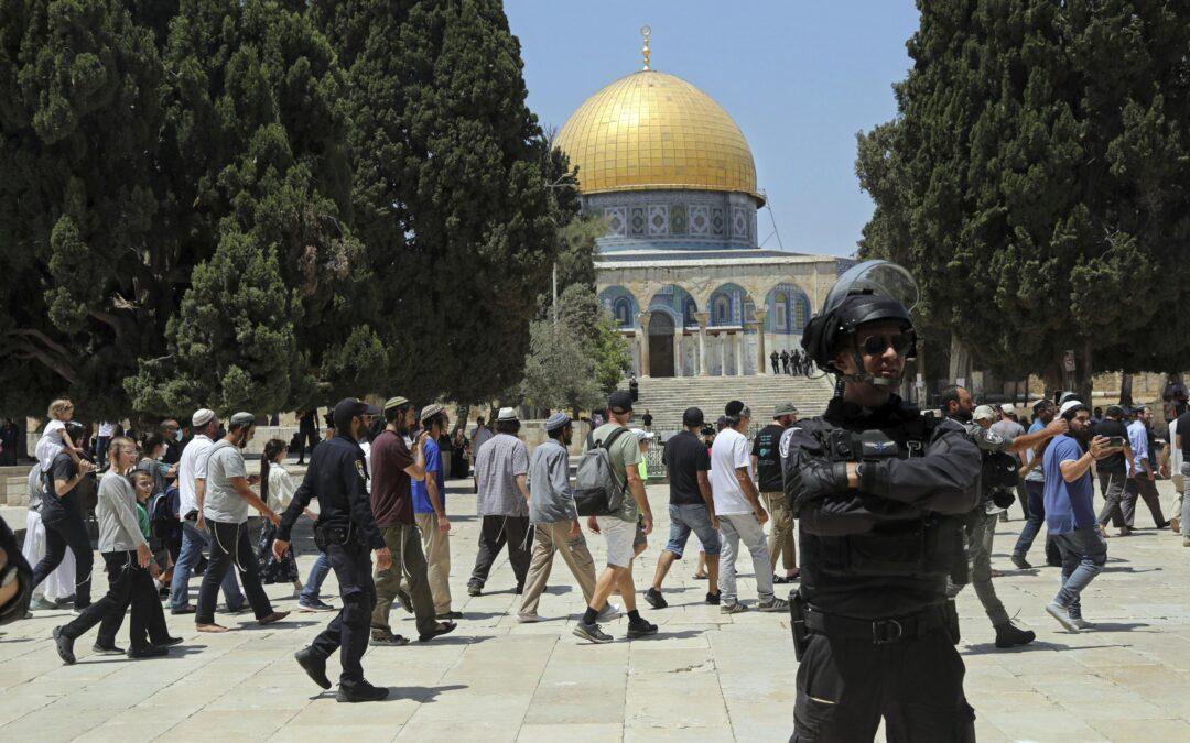 Hundreds of Jews visit contested holy site in Jerusalem...