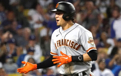 Wilmer Flores' homer in ninth leads Giants past Dodgers