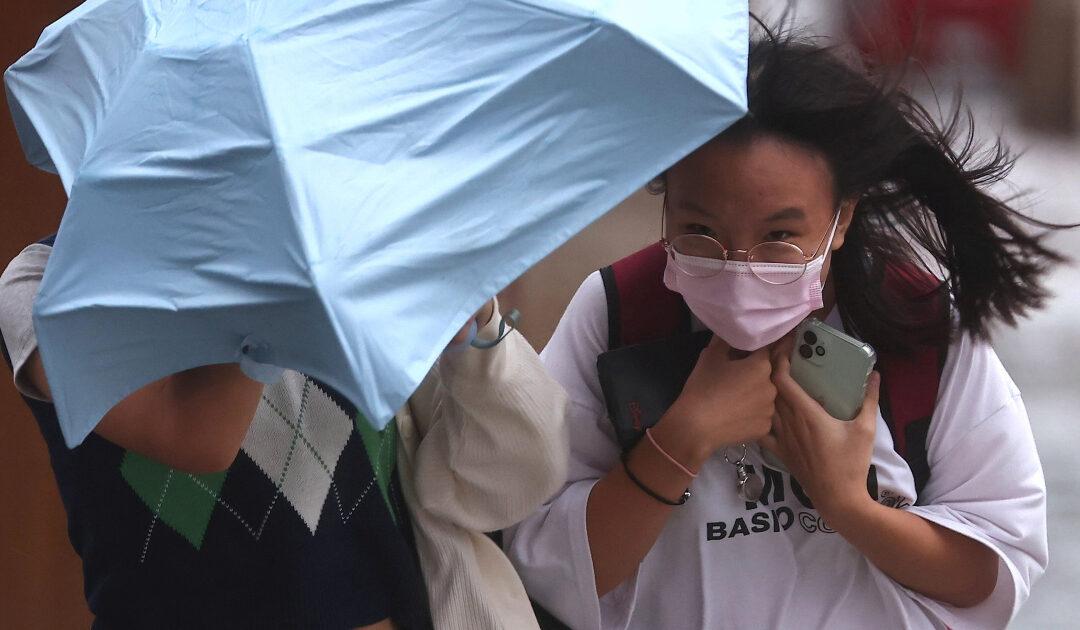 Shanghai suspends flights, schools as Typhoon Chanthu approaches
