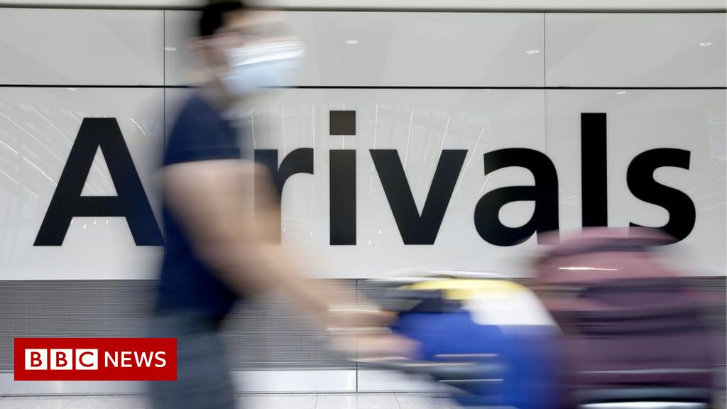 Covid: More than 300,000 suspected of breaking quarantine rules