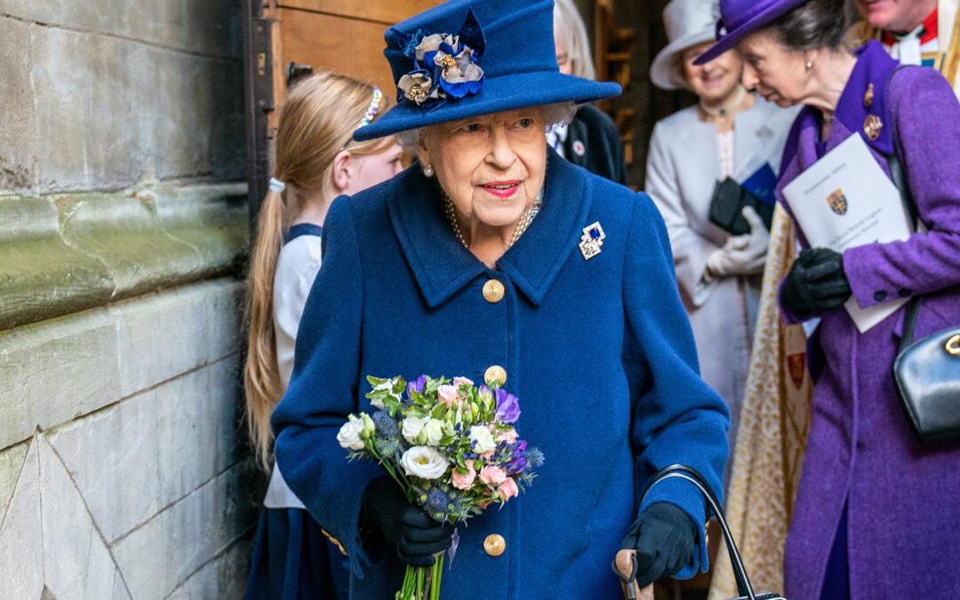Queen Elizabeth used cane at Westminster Abbey 'for comfort,' source says